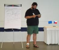 lektor Luděk Praus prezentující výsledky práce své skupiny (foto: Vlastimil Kostkan)