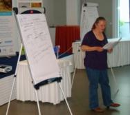 lektorka Soňa Tichá prezentující výsledky práce své skupiny (foto: Vlastimil Kostkan)